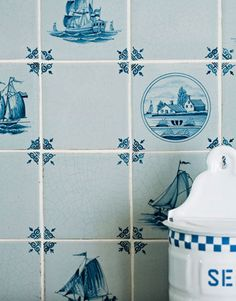 Blue and white Delft tiles in the kitchen