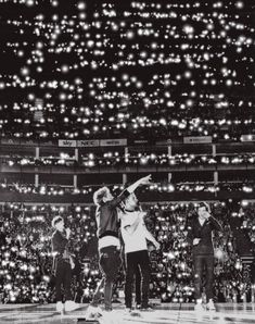 One Direction. Zayn isn't in the pic One Direction Fotos, I Love One Direction, One Direction Concert, One Direction Pictures, Niall Horan, My World, In This World, Harry Styles, Got7