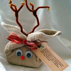 Good things come in small packages ~ Start by wrapping a hand towel, wash cloth or fabric scrap around your gift, securing with a rubberband.  Next, tie a ribbon & tag on the top to make ears.  Then, add some pipe cleaner antlers, googly eyes & a pom pom nose.  That's one C-U-T-E little reindeer!