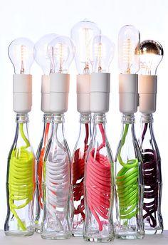 5- Ça pétille les yeux, lampe polymorphe en bouteille de verre, par Mitri Hourani. C'est une revalorisation d'un objet du quotidien, une bouteille en lampe polymorphe. Objectif : créer un objet qui s'adapte à la vie de chacun dans la plus grande diversité des intérieurs (la cuisine, le salon, la chambre ou la salle de bain)