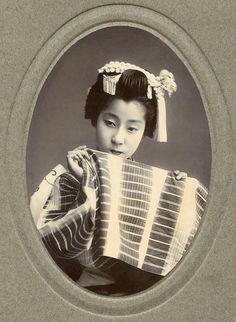 Osaka Maiko holding her Sleeve 1910s by Blue Ruin1, via Flickr