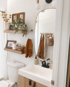 Inspiring small bathroom ideas and designs. Creative decoration suggestions for small bathrooms. Stylish and modern small bathroom designs. Small Bathroom Inspiration, Bathroom Inspo, Interior Inspiration, Bathroom Ideas, Bathroom Showers, Bathroom Renovations, Bathroom Wall, Modern Small Bathrooms, Bathroom Design Small