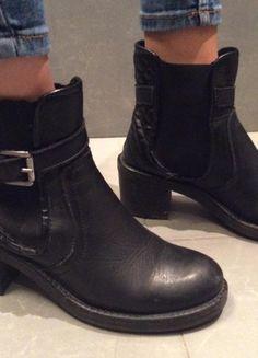 Compra mi artículo en #vinted http://www.vinted.es/zapatos-de-mujer/botines/818012-botines-cuero-marca-minelli