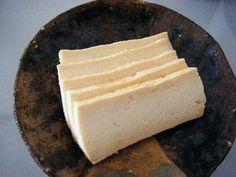 こちらは、豆腐の味噌漬け。醤油麹や塩麹に漬けるのもおすすめ。お好みの調味料を使ったいろいろな漬け方を工夫してみるのも楽しそうですね♪ Tofu, Dairy, Cheese, Dishes, Cooking, Recipes, Kitchen, Tablewares, Recipies