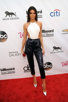 Kendall Jenner, in Olcay Gulsen, 2014 Billboard Music Awards at the MGM Grand Garden Arena on May 2014 in Las Vegas, Nevada. Billboard Music Awards 2014, Jenner Girls, Kendall And Kylie Jenner, Leggings, Leather Fashion, Women's Fashion, Cool Outfits, Fashionable Outfits, Nice Dresses
