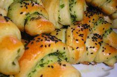 Kysnuté nadýchané rožky s chuťou cesnaku..Použiť môžete aj medvedí cesnak...Ak máte... Sushi, Cooking, Ethnic Recipes, Food, Hampers, Kitchen, Essen, Meals, Yemek
