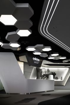 Adidas Japan Headquarters Office www. - Best Home Decorating Ideas - Easy Interior Design and Decor Tips Gym Interior, Futuristic Interior, Office Interior Design, Interior Lighting, Office Lighting, Lobby Interior, Office Ceiling Design, False Ceiling Design, Hotel Lobby Design