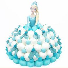 Ce gâteau de bonbons habille merveilleusement bien Elsa la Reine des neiges…