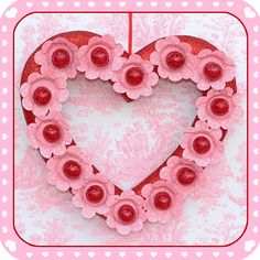 DIY: Valentine's Lollipop Heart Wreath  #Valentine #DIY #Wreath