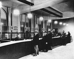 Berlin 1930 Modernisierte Schalterhalle im Hauptpostamt Neukoelln