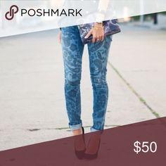 """COH paisley print skinny jeans Super cute skinnies with a subtle paisley pattern. This is """"Siam Paisley"""" in the """"Avedon"""" cut. So much fun! Excellent condition. Inseam 31"""". Citizens of Humanity Jeans Skinny"""