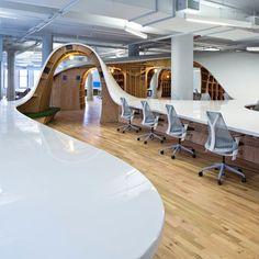 Thay vì những chiếc bàn làm việc nhàm chán, tại sao chúng ta không khuấy động không gian bằng nội thất độc đáo - Clive Wilkinson chia sẻ