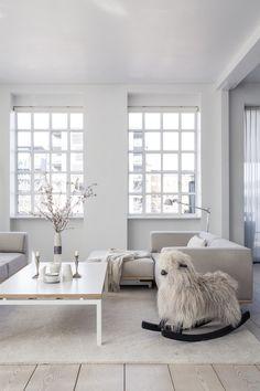 Interior Captured by Romain Ricard// Stilvolles #Wohnzimmer in #beige / #weiß und interessantem Schaukelpferd :-)