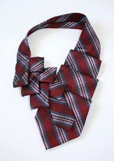 7 Good Ideas For Mens Christmas Gifts Fabric Necklace, Fabric Jewelry, Tie Styles, Scarf Styles, Tie Crafts, Ties That Bind, Christmas Gifts For Men, Scarf Jewelry, Clothing Hacks