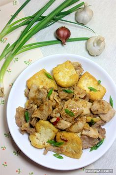 Cách làm món thịt xào đậu phụ sốt tương Bần ngon miệng, đưa cơm - http://congthucmonngon.com/175365/cach-lam-mon-thit-xao-dau-phu-sot-tuong-ban-ngon-mieng-dua-com.html