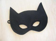Fabriqué à la main douce confortable poignets feutres pour les enfants.    Un batman costume pour lHalloween ou si vous avez un enfant qui aime juste jouer au robe vers le haut, je pense que ce serait un régal parfait.    ** Cette annonce est pour aux poignets uniquement - le masque et les autre photo sont que des exemples de masques de qualité vous pouvez trouver sur Mahalo - voir « masque de la chauve-souris » sous forme de liste séparée    Poignets mesurent environ 8 x 4 pouces et fixer…