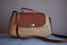Medium tote leather straps