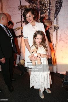 milla-jovovich-and-her-daughter-ever-gabo-anderson-during-the-marc-picture-id543505182 (683×1024)