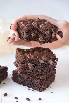 Paleo Fudgy Almond Flour Brownies (dairy free, gluten free, grain free, refined sugar free, clean eating)
