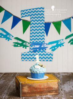 Z is one – santa rosa cake smash photographer » Jeneanne Ericsson Photography airplane theme giant cupcake