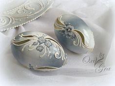 Oksana Grabowska, pisanki www. Egg Crafts, Easter Crafts, Christmas Crafts, Diy And Crafts, Types Of Eggs, Egg Shell Art, Carved Eggs, Easter Egg Designs, Form Crochet