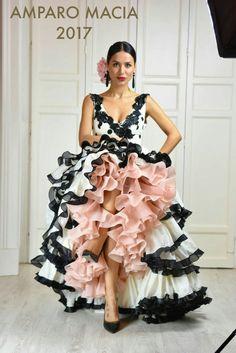 Amparo Macia 2017 Gorgeous, sleeveless black and white dress with soft baby pink lining. Just lovely. Flamenco Costume, Flamenco Skirt, Flamenco Dancers, Flamenco Dresses, Flamingo Dress, Spanish Dress, Spanish Fashion, Latin Dance Dresses, Mexican Dresses