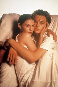 Leonardo DiCaprio et Claire Danes posent pour une photo promotionnelle du film Roméo + Juliette, 1996