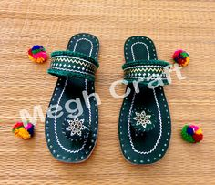 Consists of a unique collection of Leather Jewelry hand made by artisans. Learn perfectleather wristband, a leather-based tub chair necklace or leather blow. Pom Pom Sandals, Kutch Work, Palm Beach Sandals, Ethnic Jewelry, Leather Jewelry, Leather Working, Handicraft, Hand Embroidery, Artisan