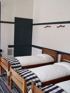 sisters' room, centre family dwelling, pleasant hill shaker village