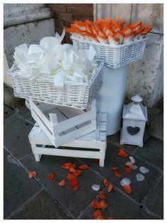 allestimento esterno chiesa, coni riso, petali, ciocche auto