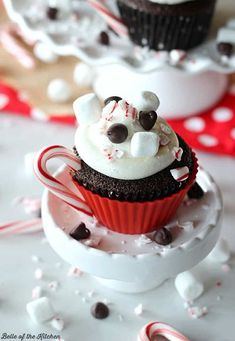 These Hot Chocolate Cupcakes with Marshmallow Buttercream are so cute and everyone will love how great they taste! Make these for a fun homemade gift idea for neighbors and coworkers this year! #homemadegiftideas #hotchocolatecupcakes #holidaybaking Cupcake Recipes, Baking Recipes, Cupcake Cakes, Dessert Recipes, Baking Ideas, Holiday Desserts, Holiday Baking, Christmas Recipes, Christmas Cooking