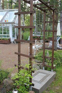 diy-betonirappunen,portti,kasvihuoneen edusta,aurinkotuolit,kasvilava