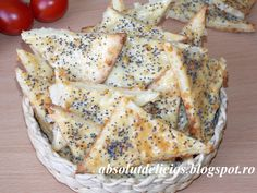 Absolut Delicios: BISCUITI SARATI CU CASCAVAL Dairy, Cooking Recipes, Bread, Chicken, Food, Biscuits, Meal, Cooker Recipes, Essen