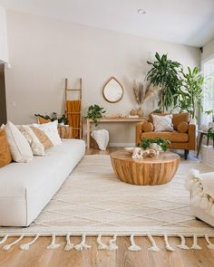 Living Room Plants, Cozy Living Rooms, Rugs In Living Room, Wooden Living Room Furniture, Room Rugs, Area Rugs, Fall Room Decor, Luxe Decor, Apartment Decorating On A Budget
