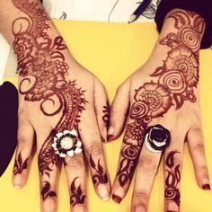 -- idea for pattern Mehandi Designs Images, Henna Art Designs, Tattoo Designs, Henna Patterns, Flower Patterns, Simple Henna, Easy Henna, Henna Party, Moroccan Pattern