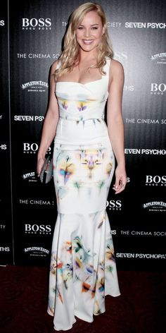 Abbie Cornish screened Seven Psychopaths in a floral Roland Mouret column and gray clutch.