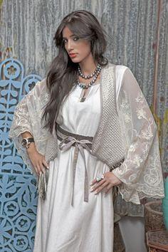 abaya, a modern, simple clean look which I like. Elegant Outfit, Elegant Dresses, Oriental Fashion, Oriental Style, Site Shopping, Teen Fashion, Womens Fashion, Abaya Designs, Maxi Dress Wedding