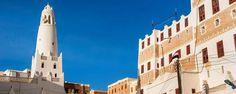 Shibam est une ville située à 480 km à l'est de Sanaa aux abords du désert de l'Hadramaout sur un éperon rocheux surplombant le wadi. Surnommée la Manhattan du désert grâce à son architecture composée d'immeubles en forme de tour, la ville subjugue dès le premier regard ! - #easyvoyage #easyvoyageurs #clubeasyvoyage #terresdevoyages #travel #traveler #traveling #travellovers #voyage #voyageur #holiday #holidaytravel #tourism #tourisme #yemen #desert #shibam #hadramaout