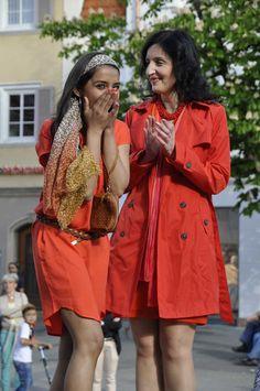 Ramanpreet Kaur (links) kann es kaum fassen, die Tübingerin wird #First #Shopping #Lady 2015 in #Reutlingen. #Ladies #Day #2015