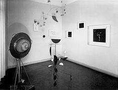 From: Le Mouvement, Galerie Denise René, Paris, April 6 – 30, 1955, with Yaacov Agam, Alexander Calder, Marcel Duchamp, Egill Jacobsen, Jesús Rafael Soto, and Jean Tinguely (and Victor Vasarely) (photo: Galerie Denise René, Paris)