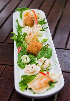 Oua de prepelita umplute, oua in crusta si creveti cu salata. Calamari, Tempura, Fresh Rolls, Seafood, Ethnic Recipes, Mascarpone, Salads, Sea Food, Octopus