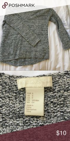 H&M Gray Sweater Only worn a handful of times. Hem at hips. Long sleeve. V neck. Comfortable and soft. No signs of wear. H&M Sweaters V-Necks