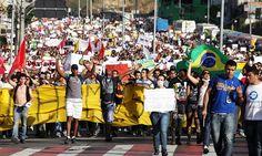 Milhares de pessoas tomaram as ruas principais, em BH. (Foto: Bernardo Salce/AFP)