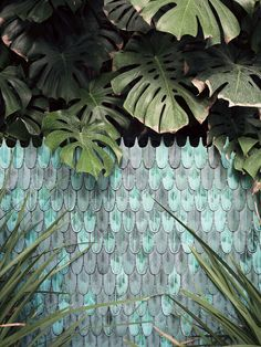 Ceramic tiles like iridescent feathers by Cristina Celestino for Bottega Nove_Salon Milan 2016 Chillout Zone, Cristina Celestino, Ceramic Mosaic Tile, Porcelain Tiles, Ceramic Art, Turbulence Deco, Milan Design, Textures Patterns, Garden Design