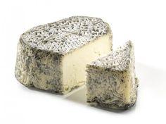 Le Coeur Cendré : Très légèrement affiné, ce fromage de chèvre frais est très doux à la dégustation. Découvrez le vite !