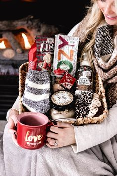 cozy Christmas gifts // gift basket // gift baskets // Christmas gifts // gifts for her // affordable gifts // cozy Diy Christmas Baskets, Themed Gift Baskets, Christmas Gift Baskets, Diy Gift Baskets, Homemade Christmas Gifts, Christmas Gifts For Her, Cozy Christmas, Xmas Gifts, Homemade Gifts