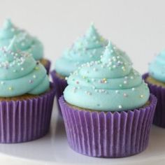 Glorious Treats » American Buttercream Frosting {Recipe}   (website isn't GF friendly but has some great decorating ideas and yummy frosting recipes)