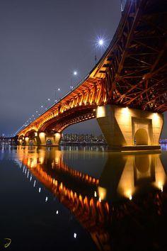 Puente de Seongsu, uno de los 27 Puentes que cruzan el Río Han, Seúl, Corea del Sur