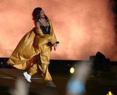 Rihanna concert performance style x Rock In Rio, Brazil 2015