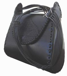 Model rounded and organic. Feminine and elegant it can be carried by hand, the shoulder or elbow, Manufacturing process is completely handmade and stitched leather, perfect match for your special occasions and for everyday. Manufacture in Spanish calfskin and premium python. 100% hand